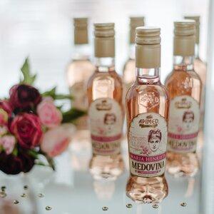 Medovina Mária Henrieta s lupienkami ruží